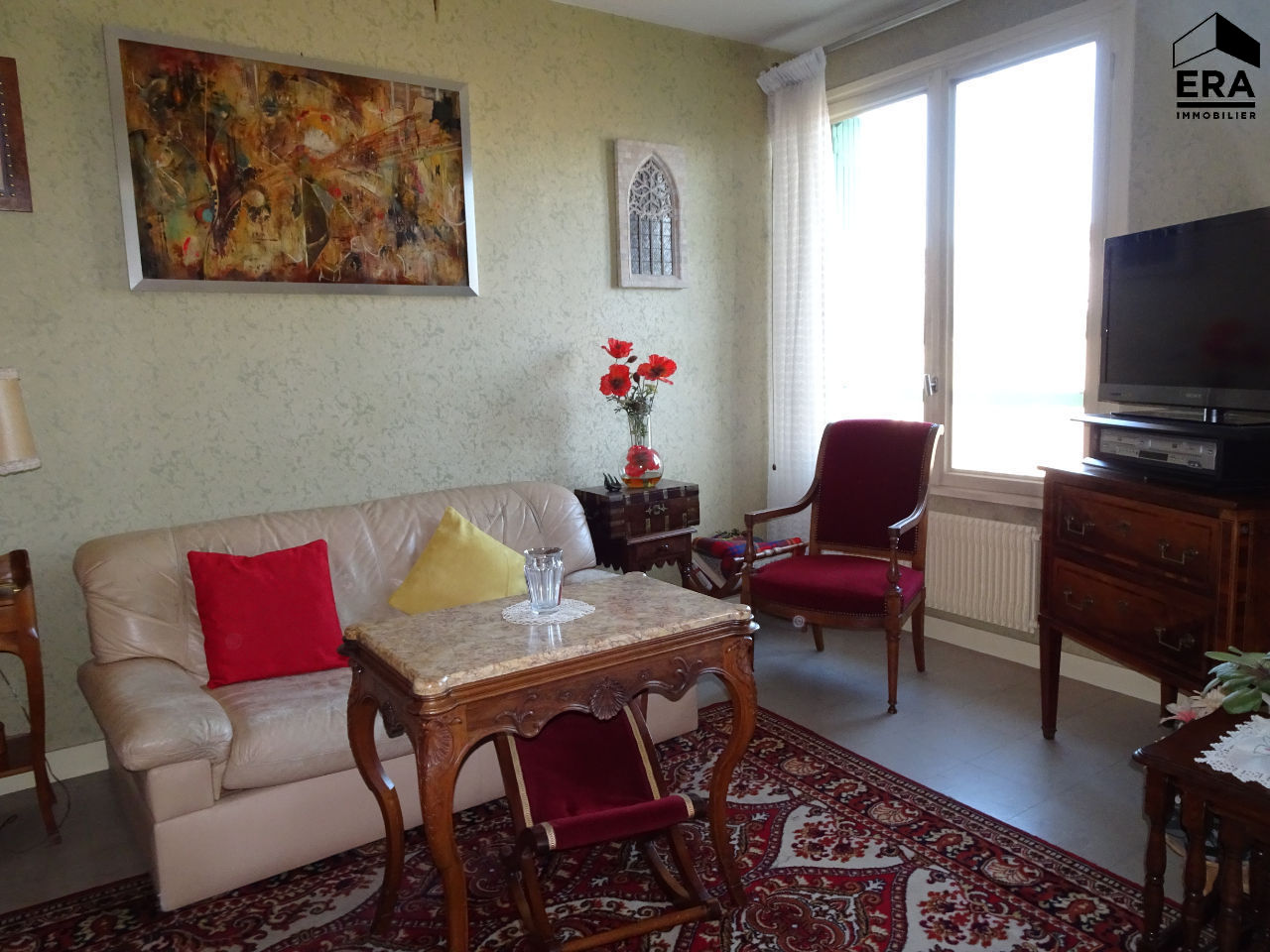 A VENDRE BOURG EN BRESSE GRAND APPARTEMENT DE 4 CHAMBRES ASCENSEUR ,GARAGE...